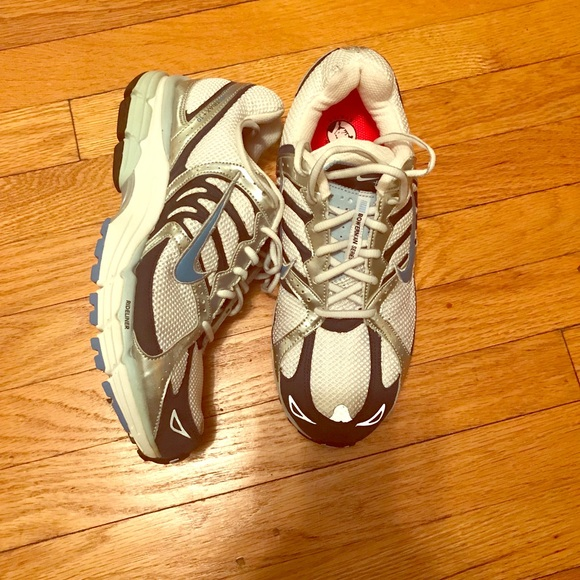 Women Air Structure Triax 10+ Size 10.5
